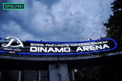 Dinamo - Arena, Schriftzug